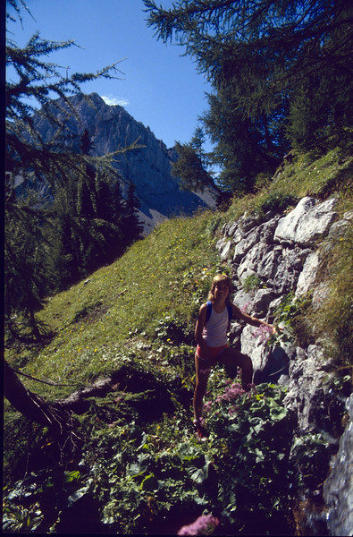17Aug. ascent via Klagenfurter Hutte 1664m.- Bielschitza Sattel 1840m - Kleine Stuhl 2172m.- Presernova hut 2193m. (Julian Alps, yougoslavia 1987)