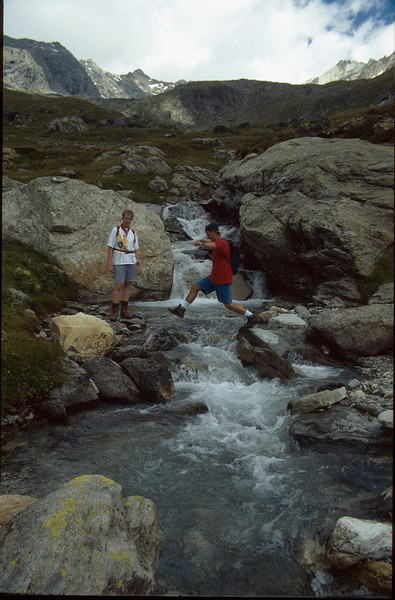 rivercrossing near Rif. la Dent Parrachee CAF, 2511m. (La Vanoise, France 1998)