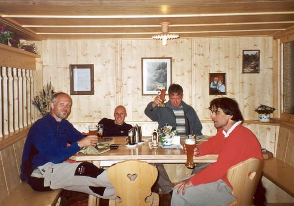 4 Aug. Karlsbader Hutte 2260m. (Lienzer Dolomites, C II course Rockclimbing 2000)