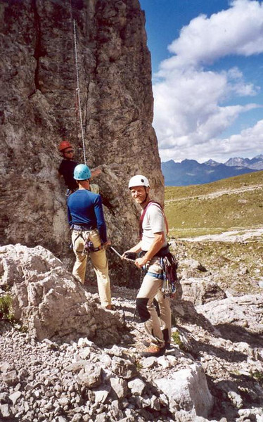 1 Aug. ascent Kleine Laserwand 2568m. Bugeleisenkante Westside (Lienzer Dolomites, C II course Rockclimbing 2000)