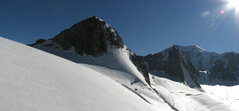 Grand Flambeau 3559m??la Tour Ronde 3798m and Mont blanc 4810m Route: Helbronner 3462m - Aiguille du Midi 3842m (Telecabine Vallée Blanche)