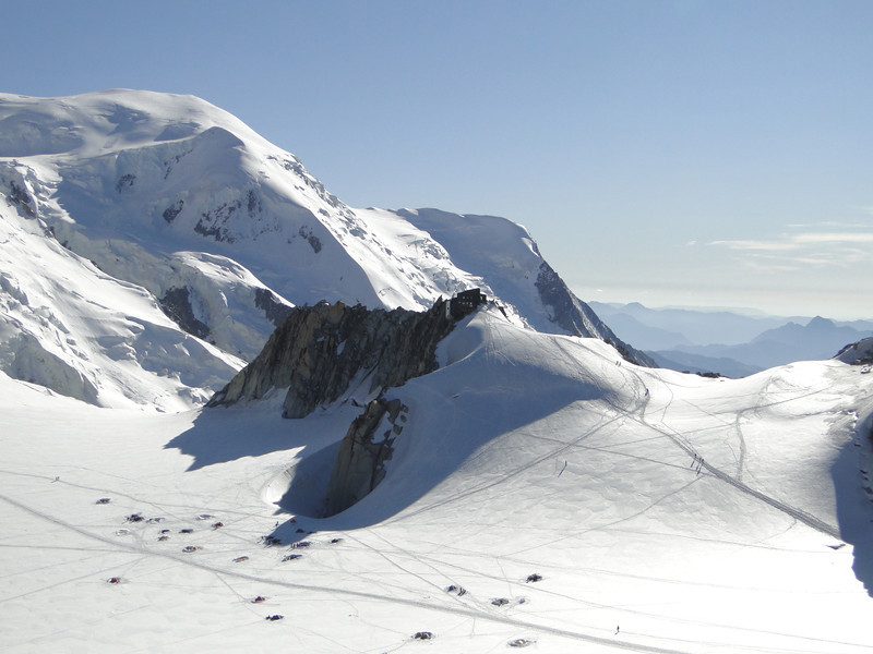 Refuge Cosmiques 3613m with campground, Route: Helbronner 3462m - Aiguille du Midi 3842m (Telecabine Vallée Blanche)