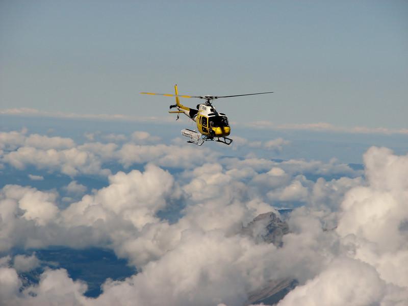 Rescue heli, descending Mont Blanc 4810m