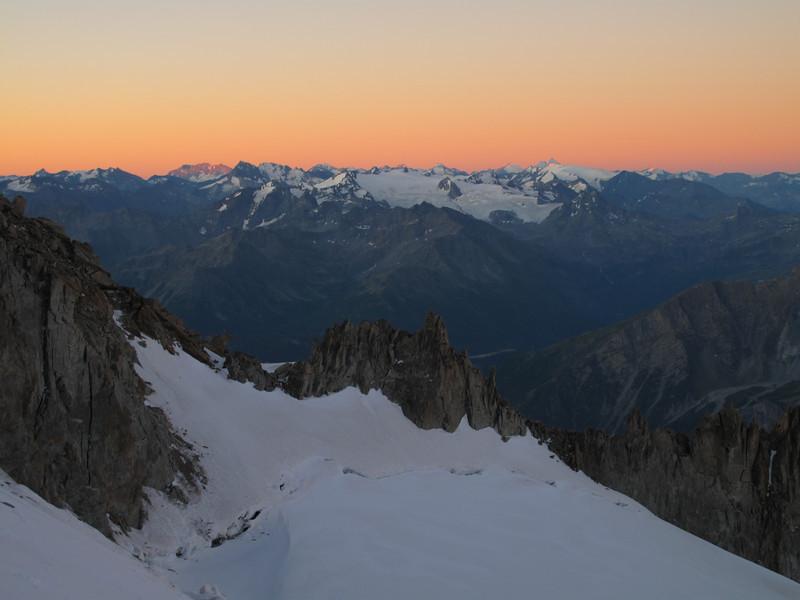 First lighting, track Refuge Torino, Italy 3338m - Arête de la Rochefort 3928m ( Rochefort ridge)