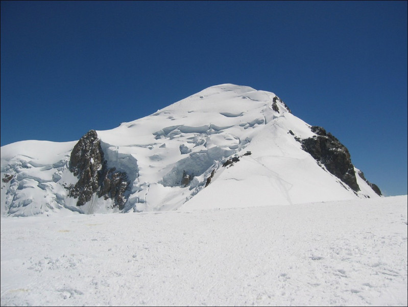 summit of the Mont Blanc, a view from Ref. Vallon 4362m. (montblanc2005)