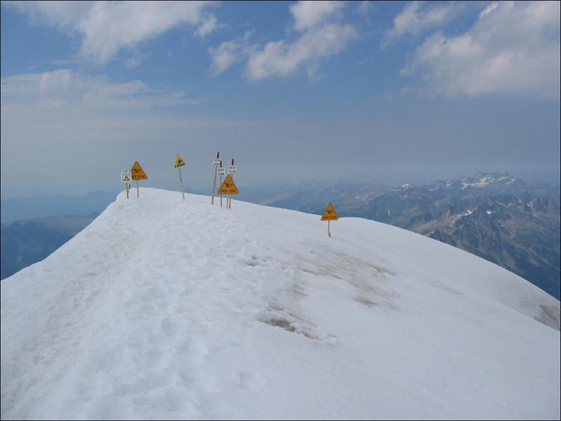Aig. du Gouter 3863m. = Heli platform (montblanc2005)