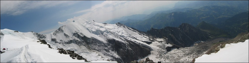 panorama with track to Ref. du Gouter and Aig. de Bionnassay (montblanc2005)