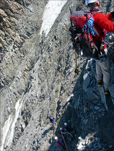 Dangerous couloir, with falling rocks (montblanc2005)