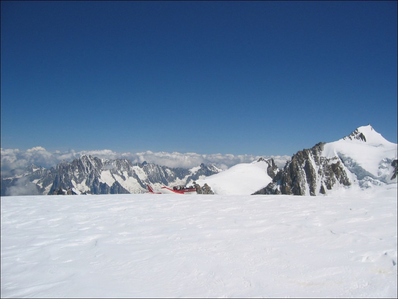 airplane on the glacier (montblanc2005)