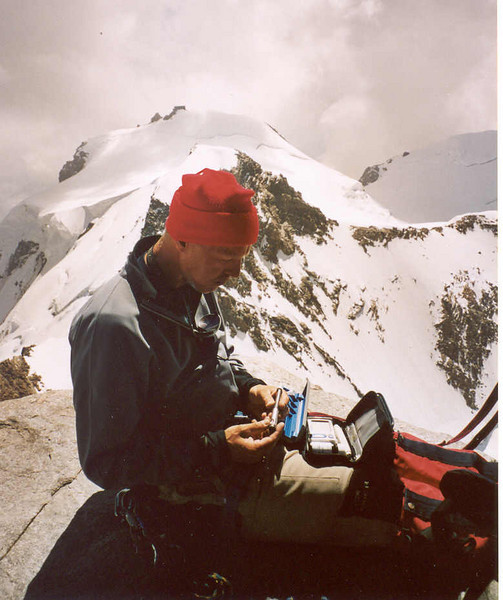 Insuline injection, Dufourspitze 4634 m and Signal Kuppe with the Margh. Hut (Wallis,  2003)