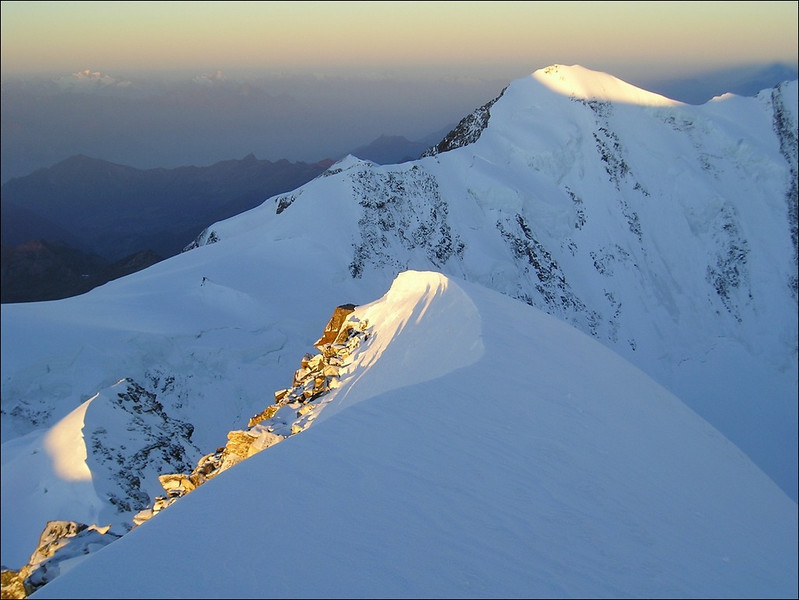 view from the Zumsteinspitze to the Liskamm with the highest  East summit 4527m. (Wallis 2004)
