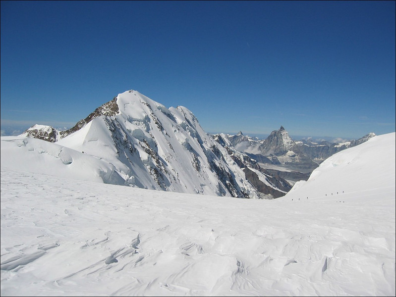 descent of the Parrotspitze 4432m. and route of the ascent of the Signalkuppe 4554m. (Wallis 2004)