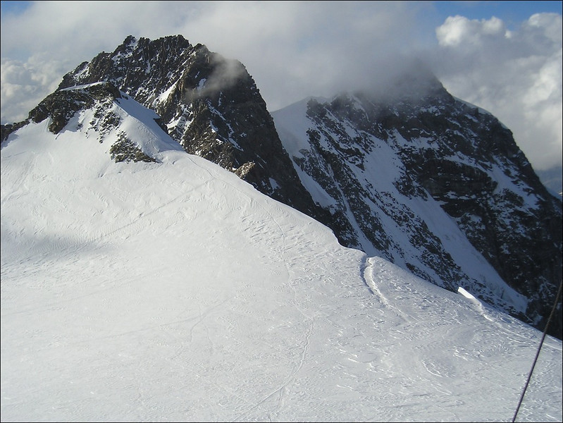 view from Rif. Regina Margherita on the Dufourspitze and Nordend (Wallis 2004)