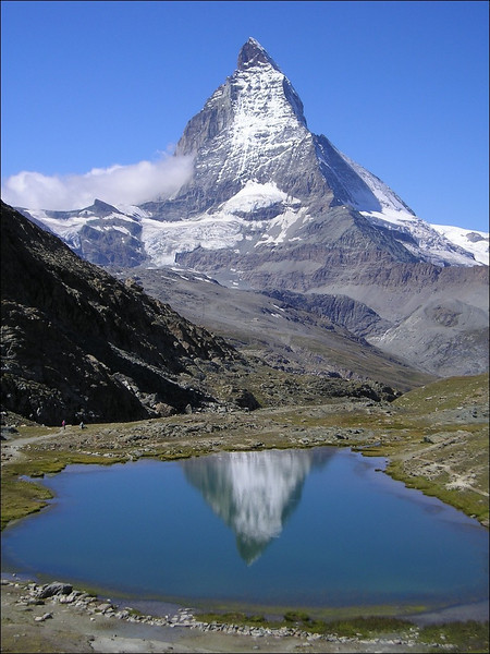 Matterhorn and the Riffelsee 2757m. (Wallis 2004)