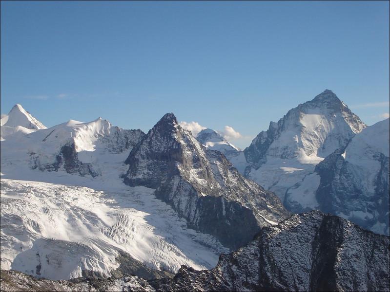 Ober Gabelhorn 4063m. Besso, Dent Blanche 4357m. (Wallis 2005  Zinal)