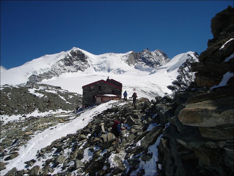 Cabane de Tracuit SAC 3256m. (Wallis 2005  Zinal)