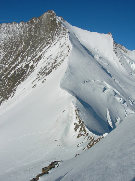 ascend route on the Nadelhorn 4327m. (Ulrichshorn 3925m. point of view)