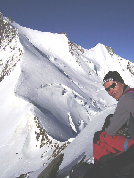 The first summit, Ulrichshorn 3925m 8:00 AM (with the route to Nadelhorn and on the right Nadelgrat with Stecknadelhorn and Hobarghorn)