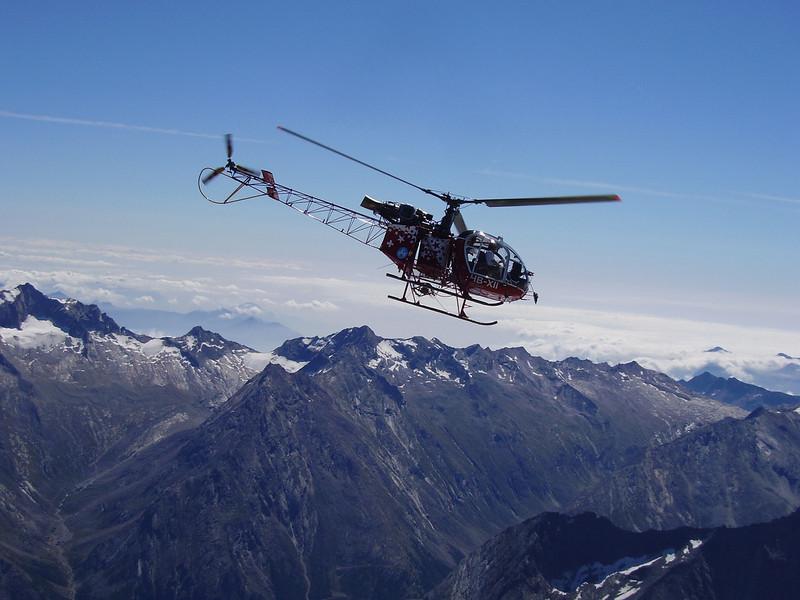 heli flighs away (summit Nadelhorn)