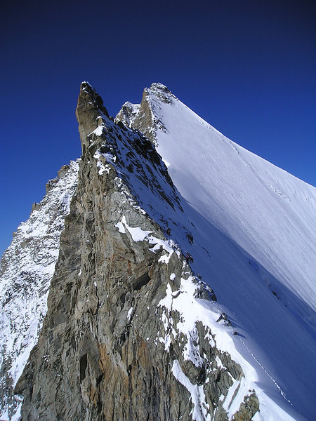(ascent the Gendarme 3870m of the Obergabelhorn 4063m.)