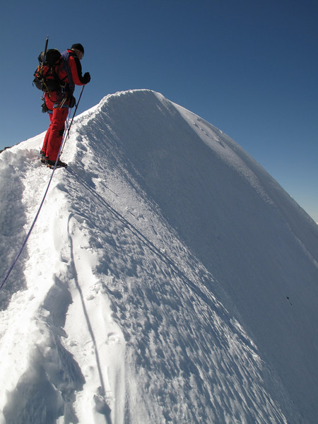 crest to the summit of the West Breithorn 4164m. (Breithornmassif, Wallis 2009 Switzerland/Italy)