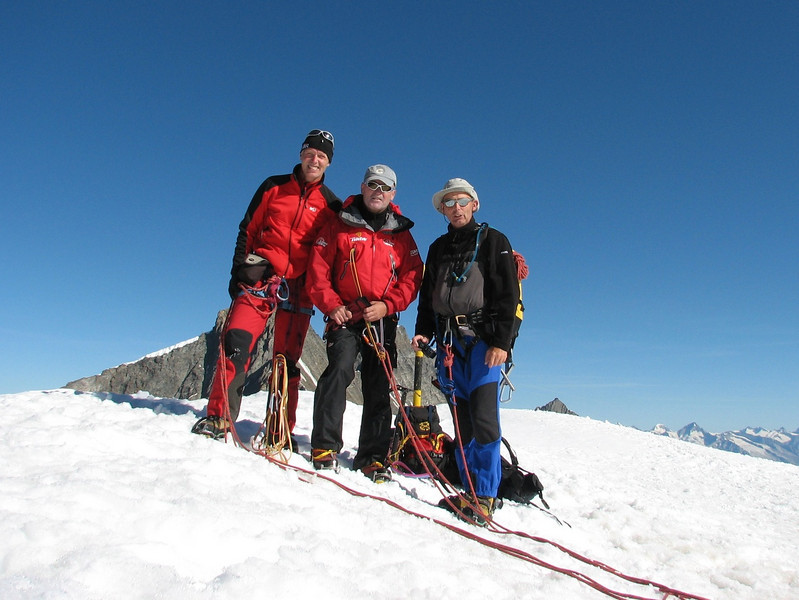 10.00h, the summit of the Alphubel, 4206m.  (Alphubel, 4206m. Wallis 2009 Switzerland)