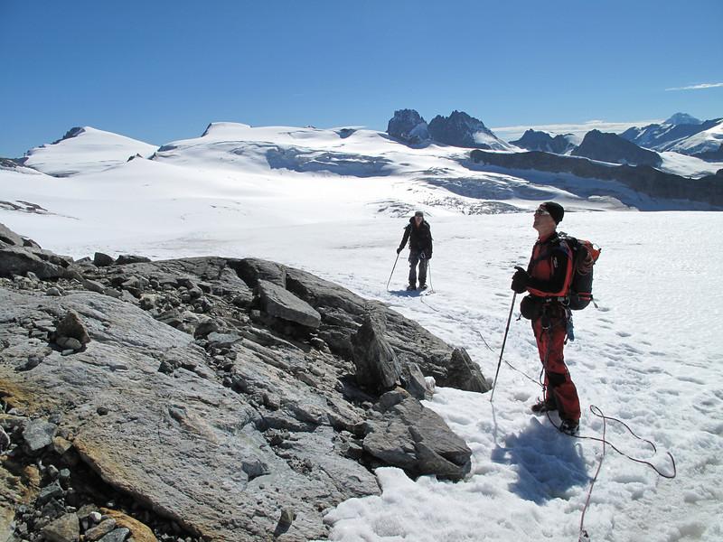 ascent mountainhut (route Schonbielhutte SAC 2694m - Cabane de la Dent Blanche CAS 3507m)