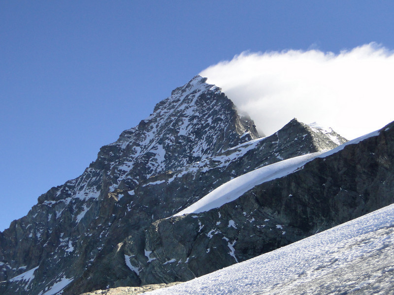 Too much wind and snow......not climbing the Dent Blanche 4357m. Route Cabane de la Dent Blanche CAS 3507m - Schönbielhutte SAC 2694m