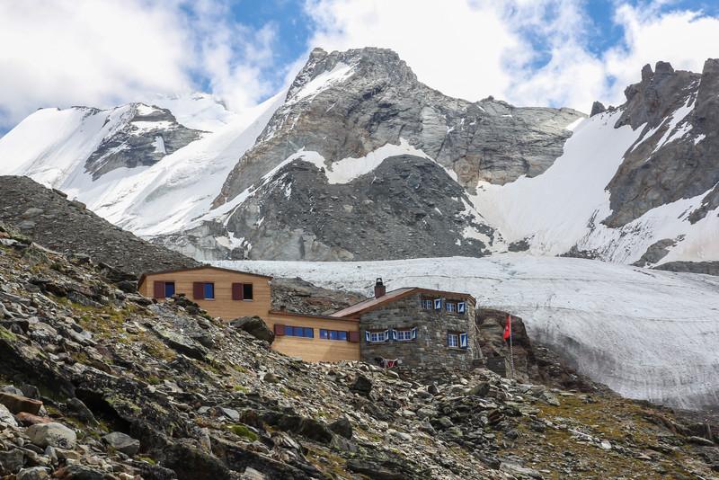 Domhütte,2940m