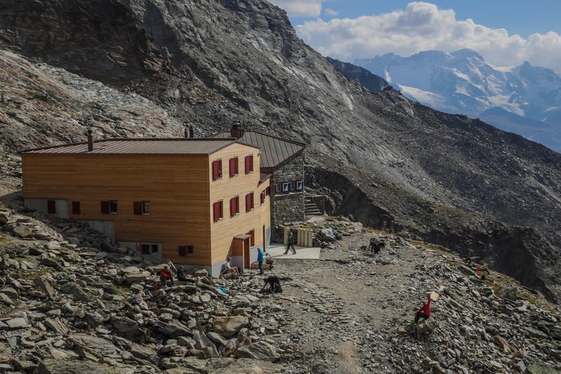 Domhütte 2940m