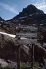 sign (Rifuge Manganu 1600m.)