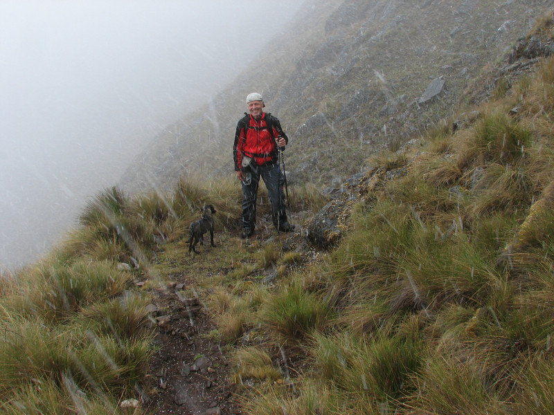 not always sunshine, but sometimes snow (Peru 2009 Tuctupampa 4100m.- Alto de Pucaraju 4650m - Ingenio 4125m. Cordillera Blanca)
