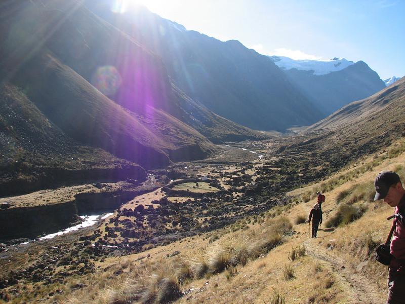 (Peru 2009, Lake Cullicocha 4628m. - Calamina 3950m. Cordillera Blanca)