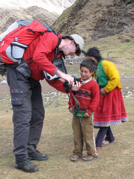 Adriaan shows his pictures (Peru 2009, Yuraj Machay 4000m. - Collota 4360m.pass - Safuna 4150m. Cordillera Blanca)