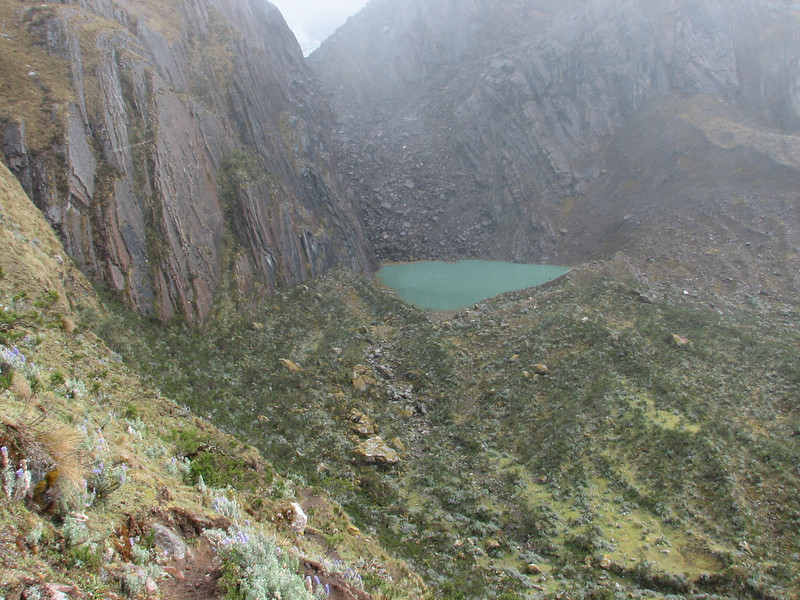 there are many mountainlakes in the Cordillera Blanca (Peru 2009 Tuctupampa 4100m.- Alto de Pucaraju 4650m - Ingenio 4125m. Cordillera Blanca)