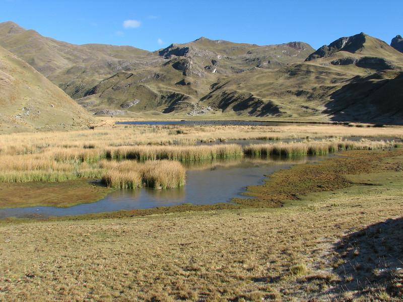 Lago Garampayoc chica (Peru 2009, Yuraj Machay 4000m. - Collota 4360m.pass - Safunna 4150m. Cordillera Blanca)