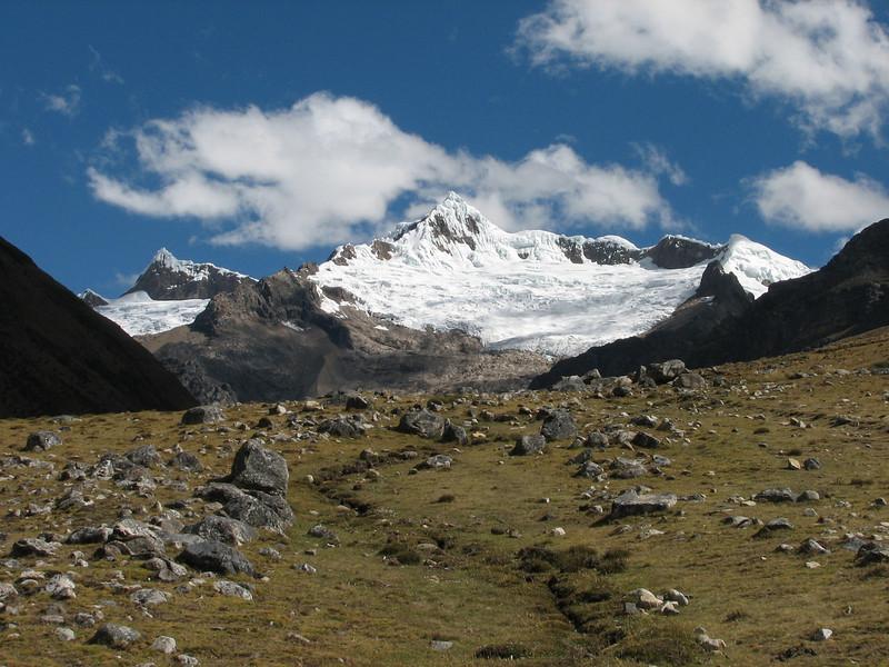 ( Peru 2009, Safuna 4150m. - Lakes Safuna - Mesapata pass 4460m - underneath Gara Gara pass 4550m. Cordillera Blanca)