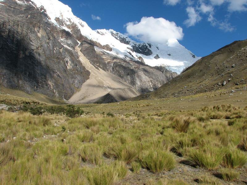 Jancarurish 4250m. with Alpamayo 5947m. (Peru 2009, Jancarurish 4250m. Cordillera Blanca)