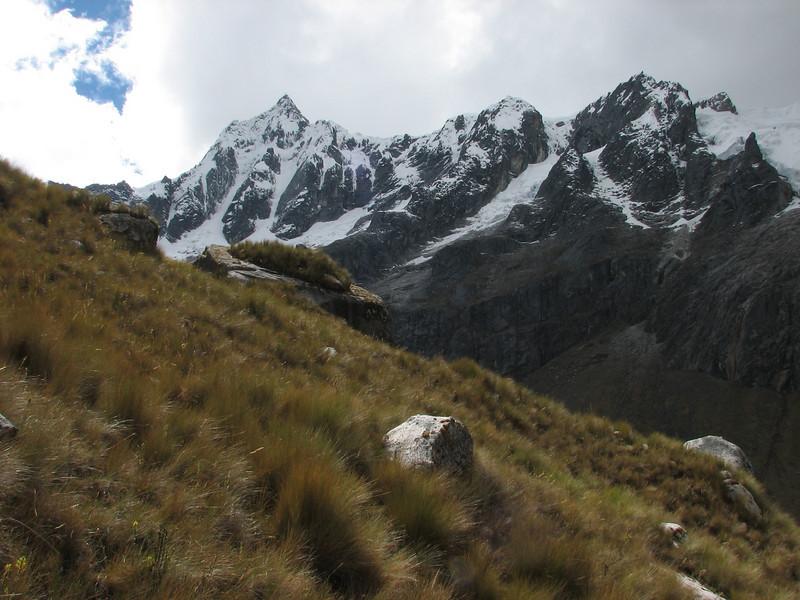 Nevados Taulliraju 5830m. (Peru 2009,  Taullipampa 4250m. - Punto Union 4760m - Tuctupampa 4100m. Cordillera Blanca)