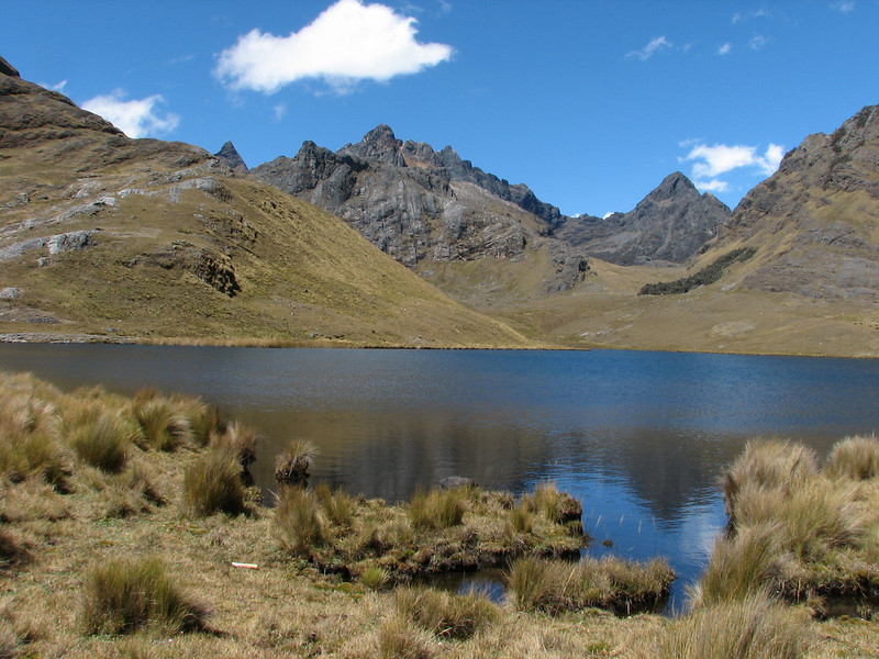 Lago Shuitucocha (Peru 2009, Yuraj Machay 4000m. - Collota 4360m.pass - Safunna 4150m. Cordillera Blanca)
