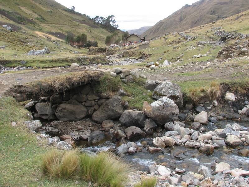 come across streams (Peru 2009, Pomabamba 2950m. - pass - village Yanacollpa - Yuraj Machay 4000m. Cordillera Blanca)