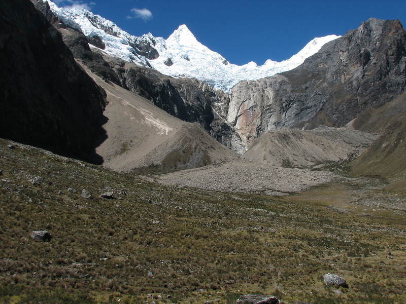 IMG_3318 view from the Northside on the Alpamayo (Peru 2009,  underneath Gara Gara pass 4550m. - Gara Gara pass 4830m. - Jancarurish 4250m. Cordillera Blanca)
