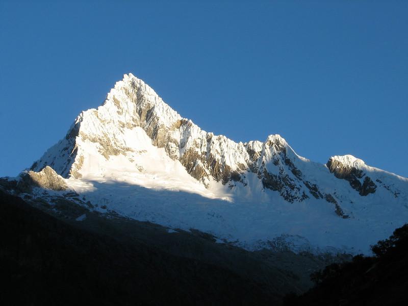 Alpamayo (Peru 2009,  Taullipampa 4250m. - Punto Union 4760m - Tuctupampa 4100m. Cordillera Blanca)