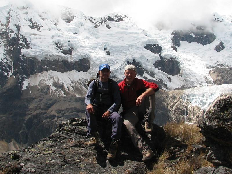 our guide, Edwin Rimac Trejo and Marijn on the Alpamayo viewpoint  (Peru 2009, Jancarurish 4250m. Cordillera Blanca)