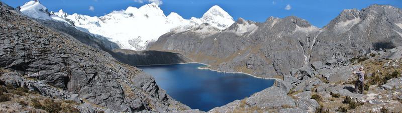 panorama Lago Cullicocha 4628m with the Santa Cruz mountains 6241m. (Peru 2009, Jancarurish 4250m. - Vientuna pass 4770m. - Osururi pass 4860m. Cordillera Blanca)