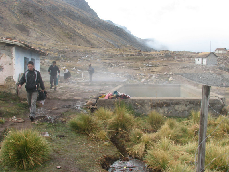 bathing-place, using the hot water of the hot spring (Peru 2009, Pacchanta 4300m.  Auzangate )