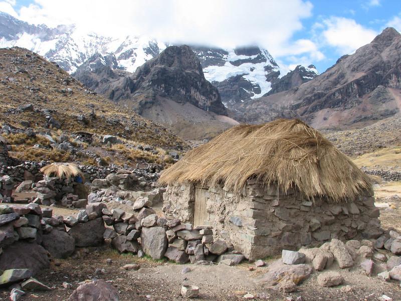 simple farmhouse (Peru 2009, Upispampa- Arapapass 4770m - Auzangate pass 4870m - Auzangatecocha 4670m. Ausangate)