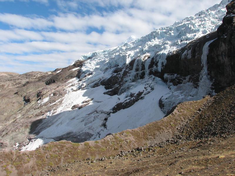 the South side of the Auzangate masif (Peru 2009, Auzangatecocha 4670m - Palomapass 5130m - Cerro Puca Punta 4480m - Teclla cocha 4800m. Ausangate)