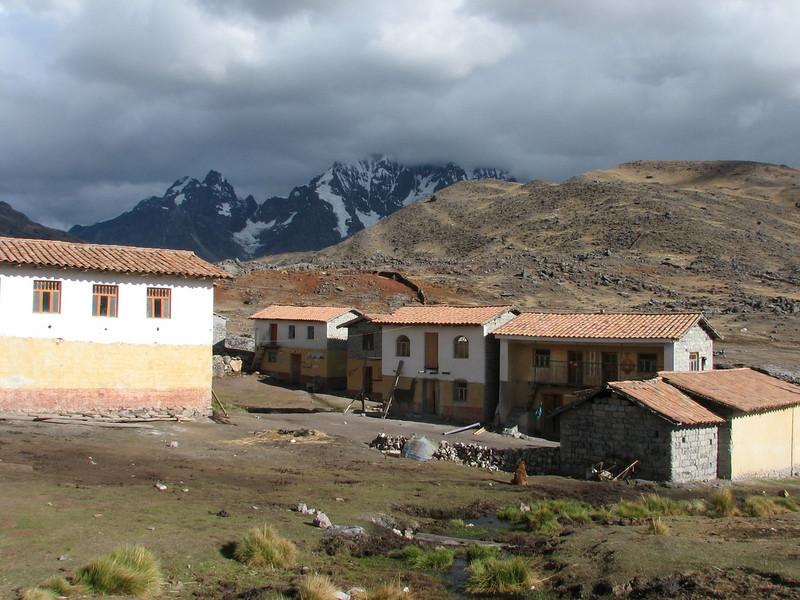 the village Pacchanta 4300m.  (Peru 2009, Pacchanta 4300m.  Auzangate )