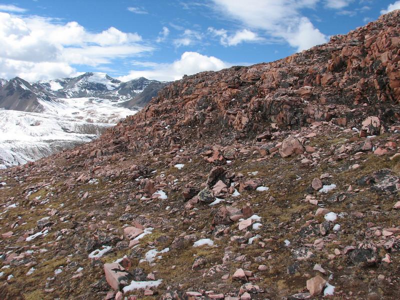red rocks (Peru 2009, Teclla cocha 4800m - Abra Campo Pass 5030m - Pacchanta 4300m.  Auzangate )